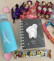 Оригинальный подарок девушке блокнот и сладости в коробке