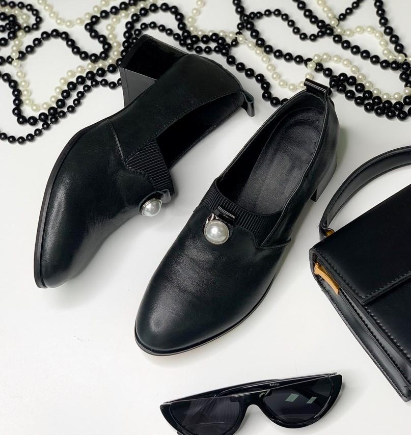 Туфли женские кожаные элегантные и удобные украшены жемчужиной