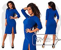 Коктейльное прямое платье с разрезом на ноге и вшитым украшением на горловине р.42-54. Арт-2847/23