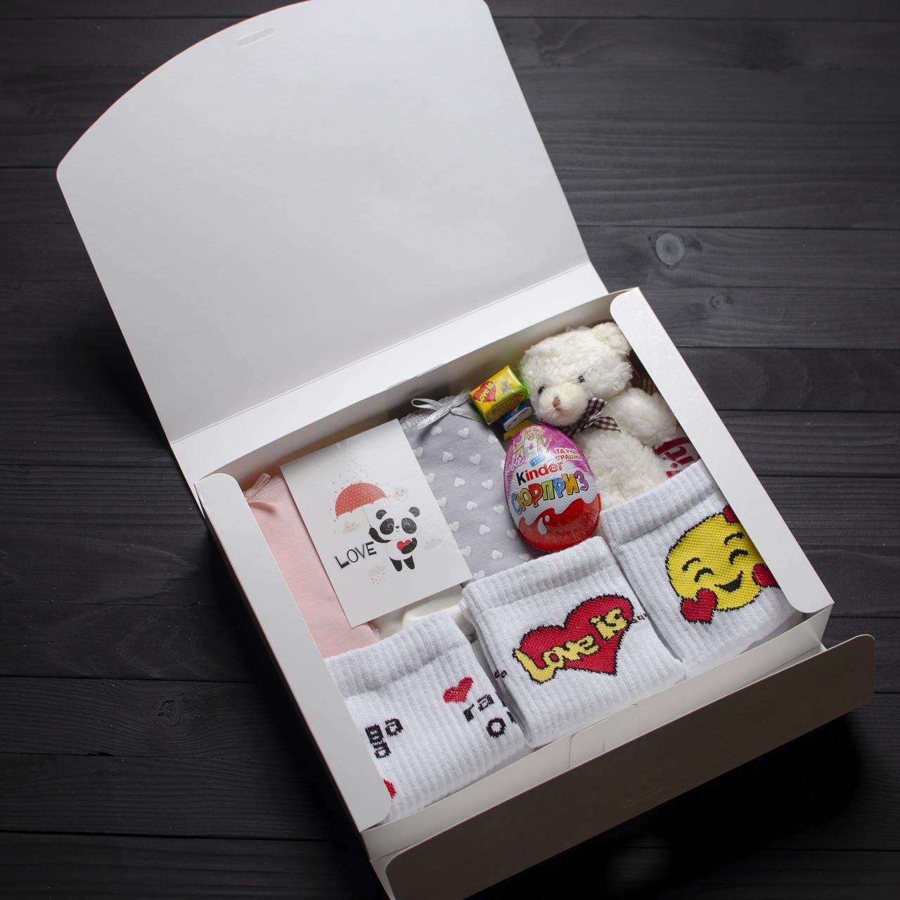 Подарочный набор женский. Трусики MEOW 3шт, Мишка шампань, носки Смайлы, Love is, Гарні очі, Kinder, KitKat