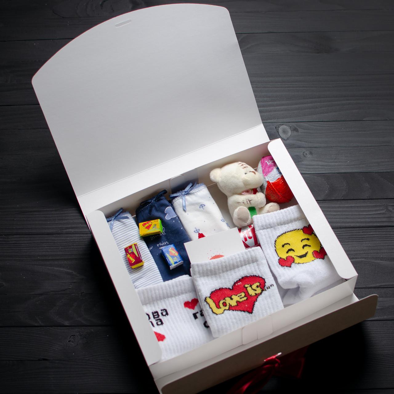 Подарочный набор женский. Трусики Зонт 3 шт, Teddy букет бел, носки Смайл, Love is, Гарні очі, Kinder, KitKat