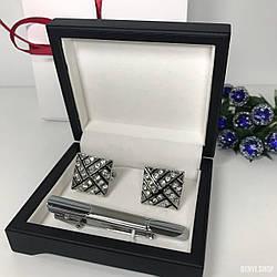 """Чоловічий набір запонки та затискачі для краватки """"Valadi"""" Premium, сріблястий в коробочці з білим оксамитом."""