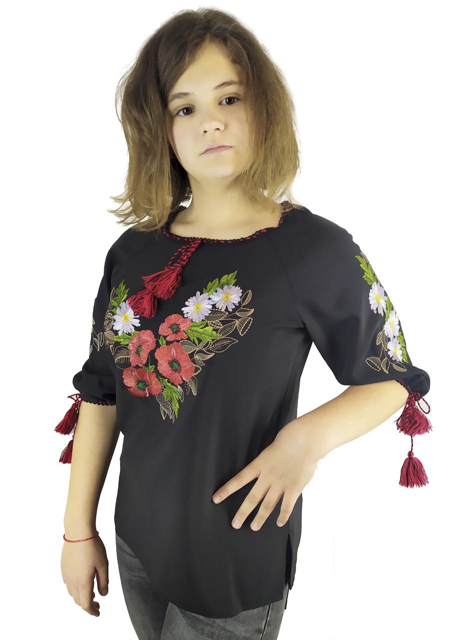 Подростковая вышитая женская сорочка на черном полотне