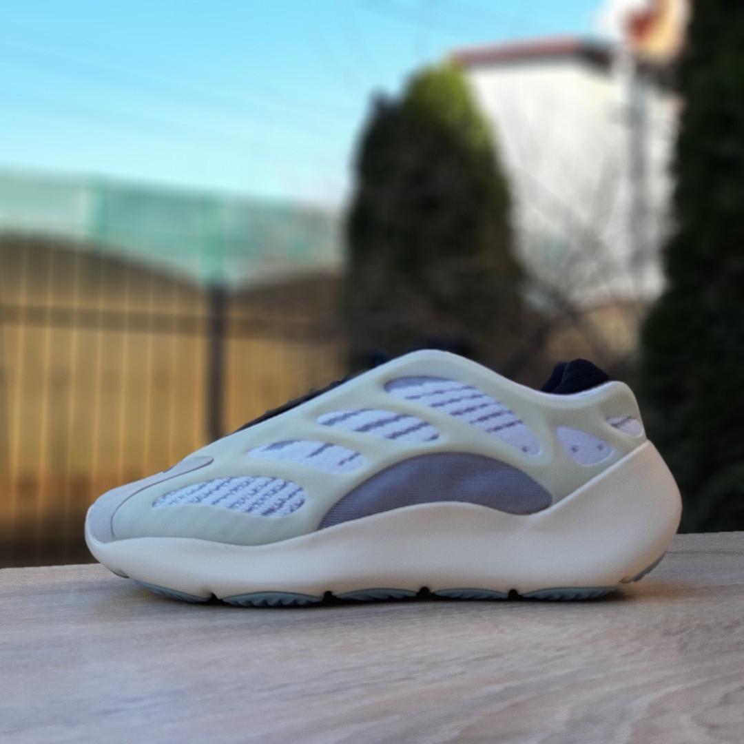 Жіночому кросівки Adidas Yeezy 700 V3 (бежево-сірі) Рефлектив 2974