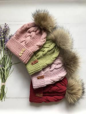 Зимние шапки и наборы.