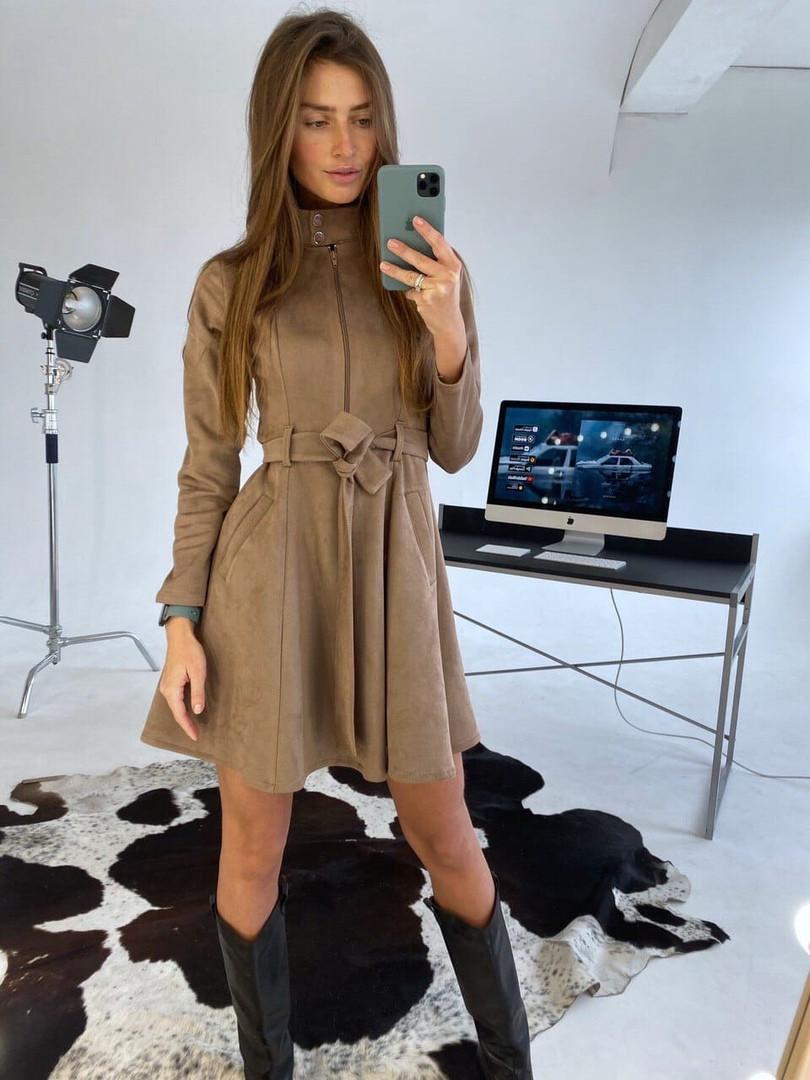 Женское стильное замшевое платье, цвет мокко