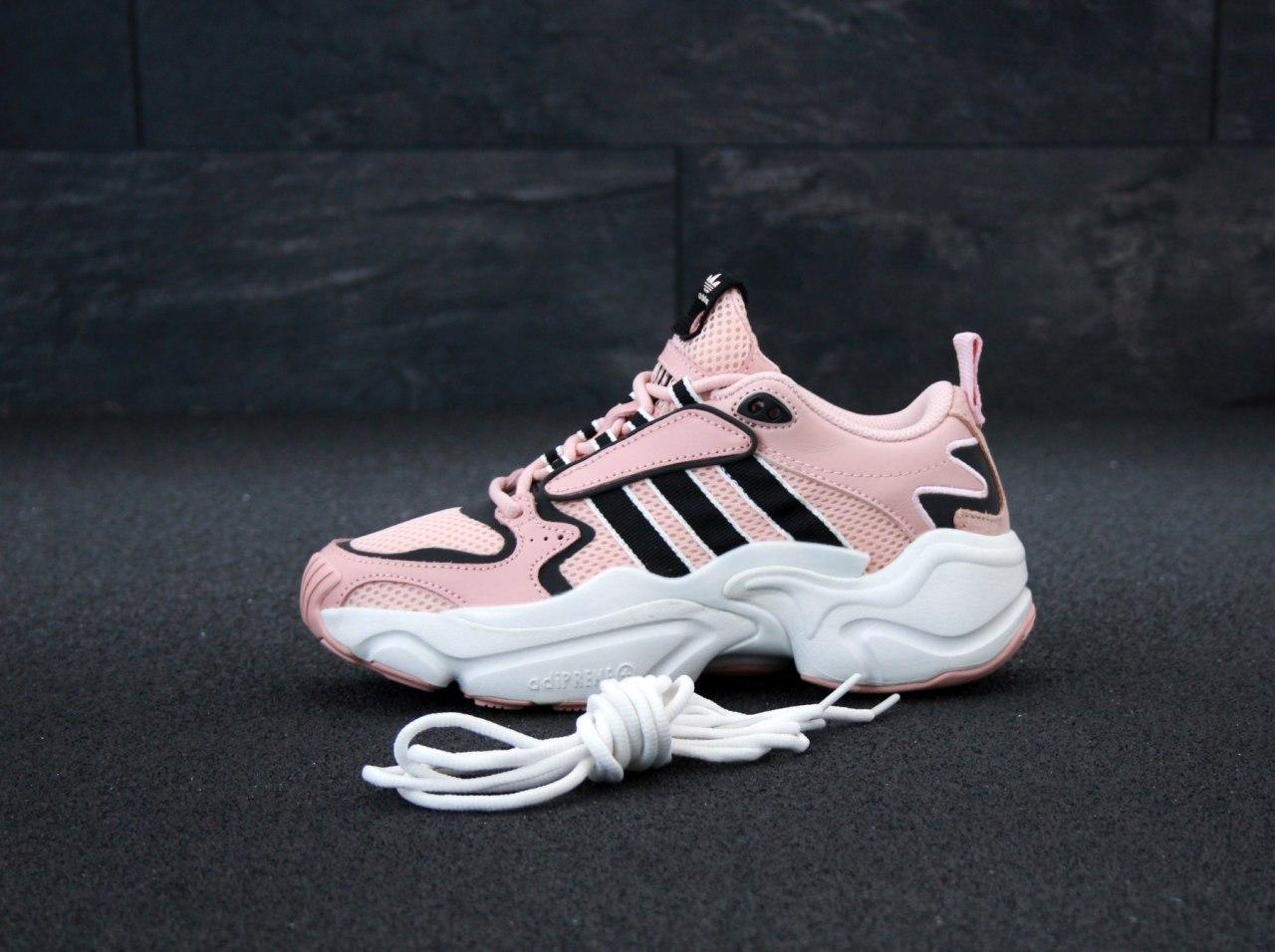 Кроссовки женские Adidas Consortium x Naked Magmur Runner 31423 розовые