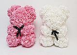 Мишка из латексных 3D роз 25 см с лентой в подарочной коробке много цветов, фото 3