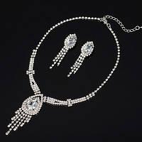 Элегантный свадебный комплект бижутерии для невесты, колье и сережки с камнями и стразами.
