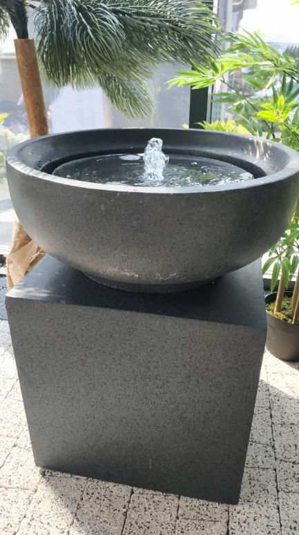 Декоративный фонтан чаша на кубе