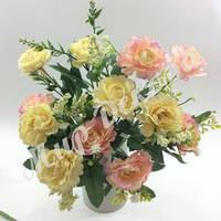 Букет роз Цезарь с гипсофилой, желто розовый, 30 см