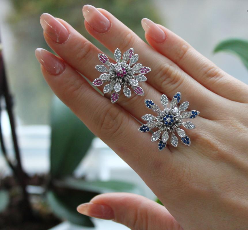 Серебряное кольцо в виде цветка с цирконом Рита