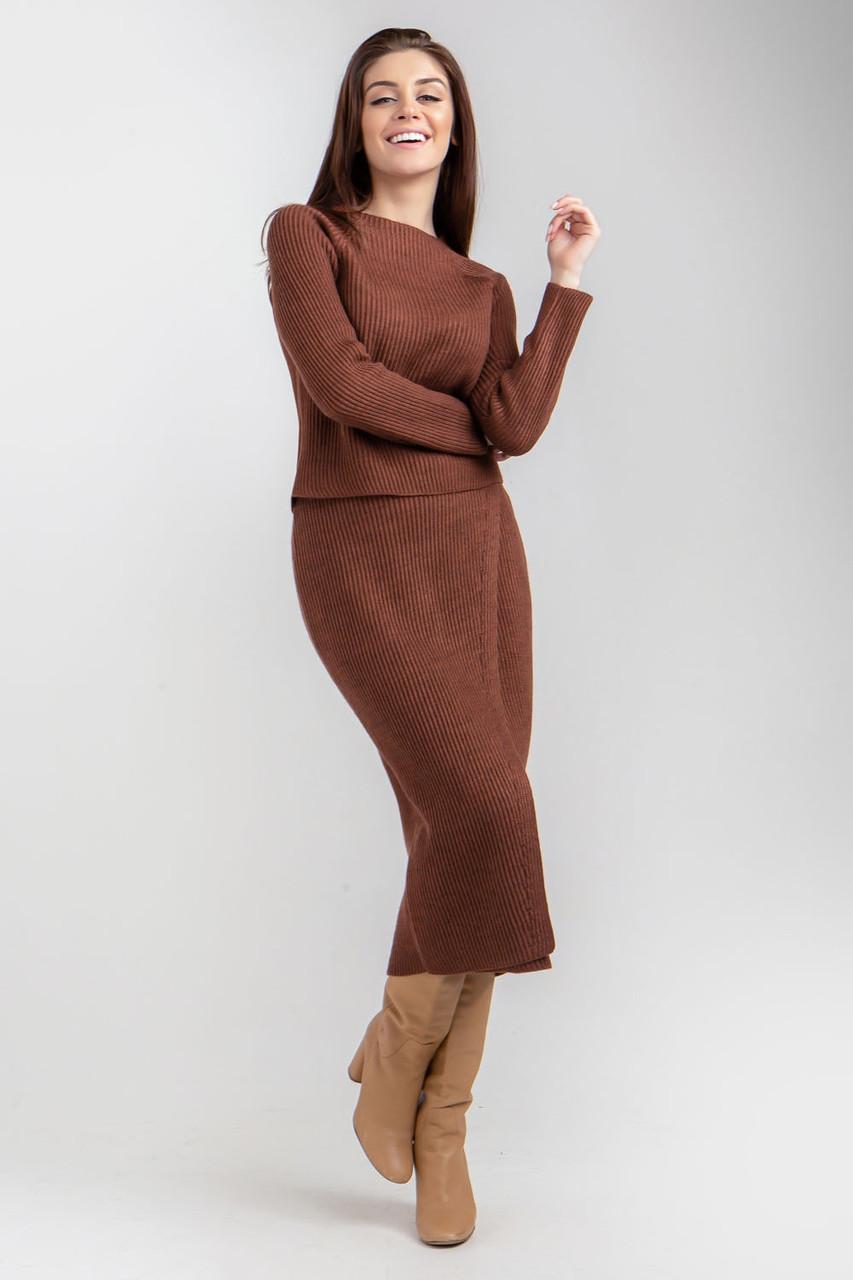 Женский вязаный комплект состоит из джемпера и удлиненной юбки..Разные цвета.