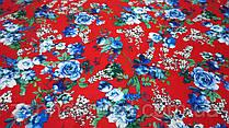 Ткань красная креп-костюмка с цветочным принтом