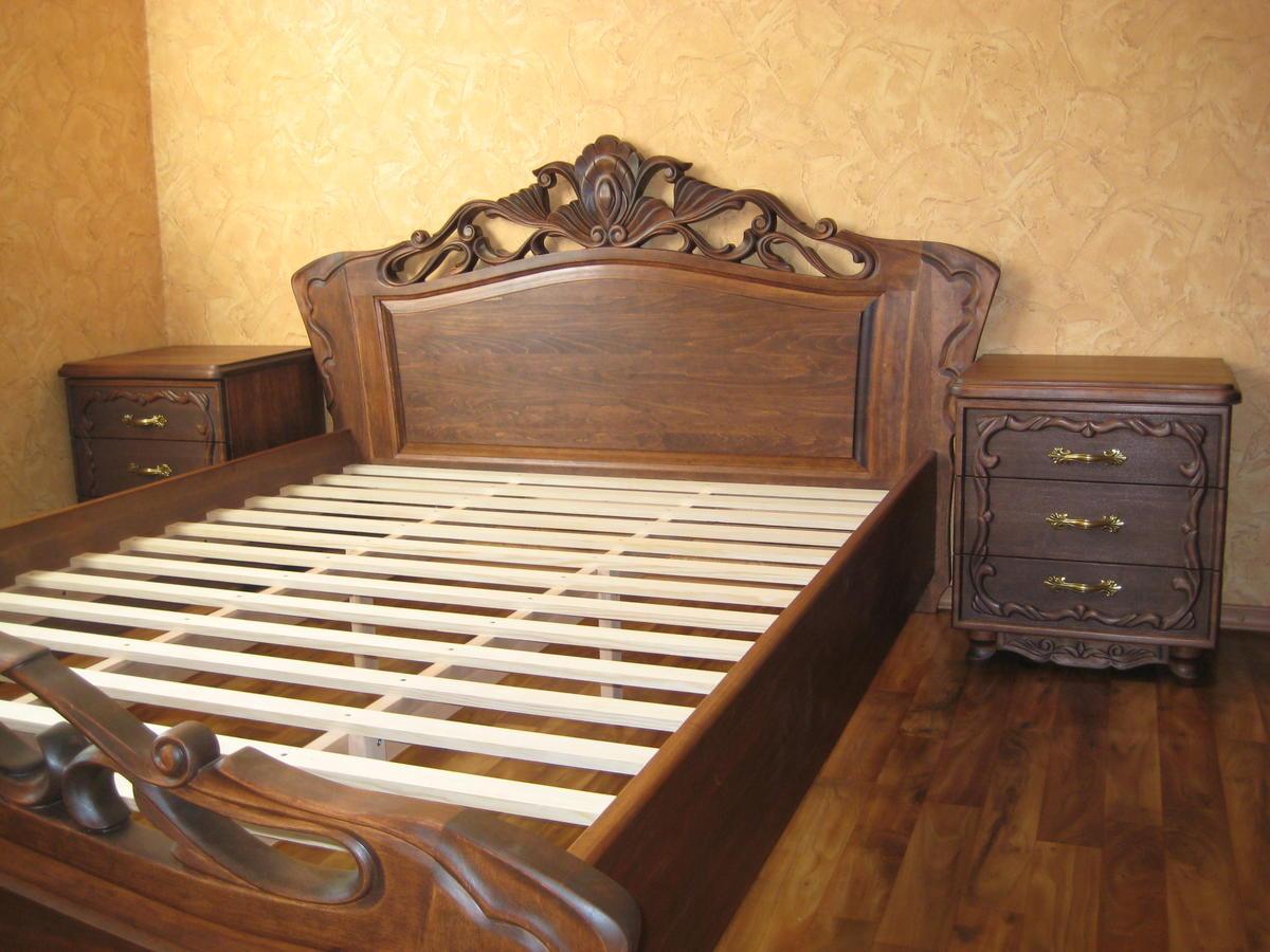 Двуспальная кровать из массива дерева ольхи с элементами ручной резьбы 160х200