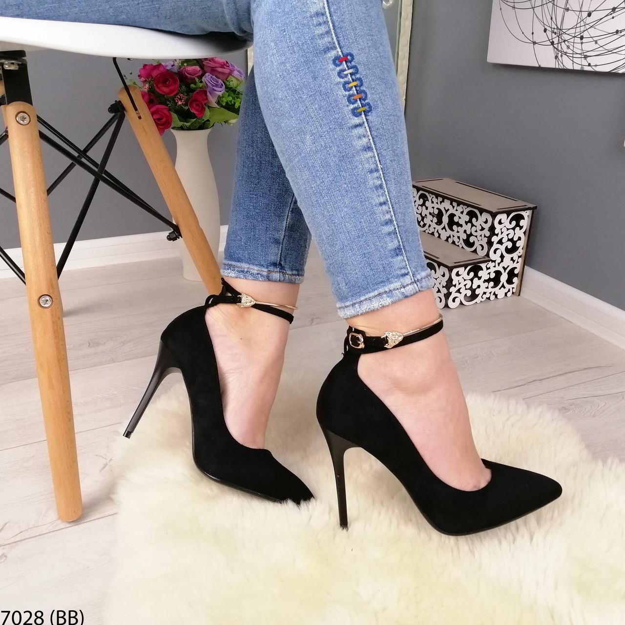 Черные туфли на каблуке