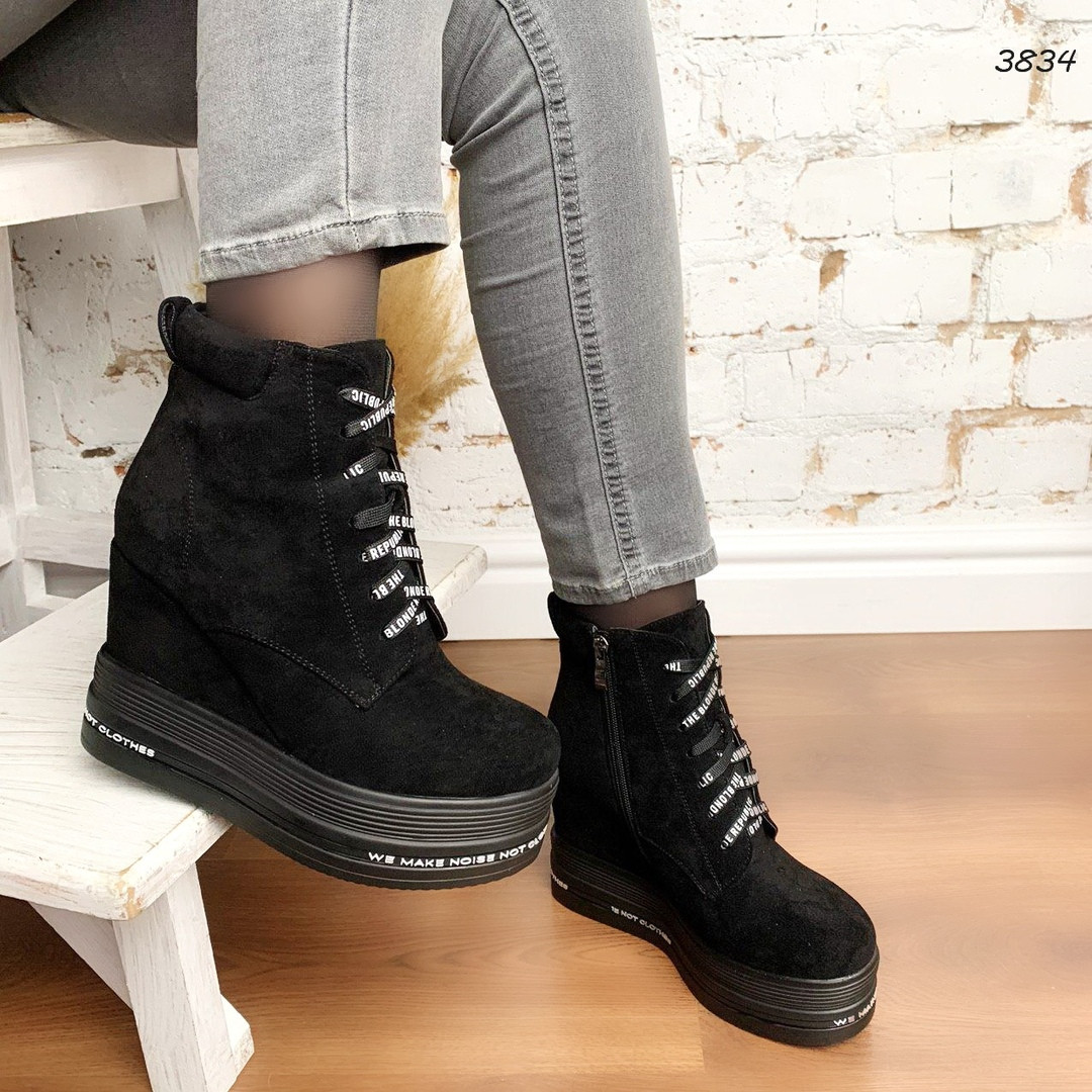 Черные деми ботинки на шнуровке на скрытой танкетке