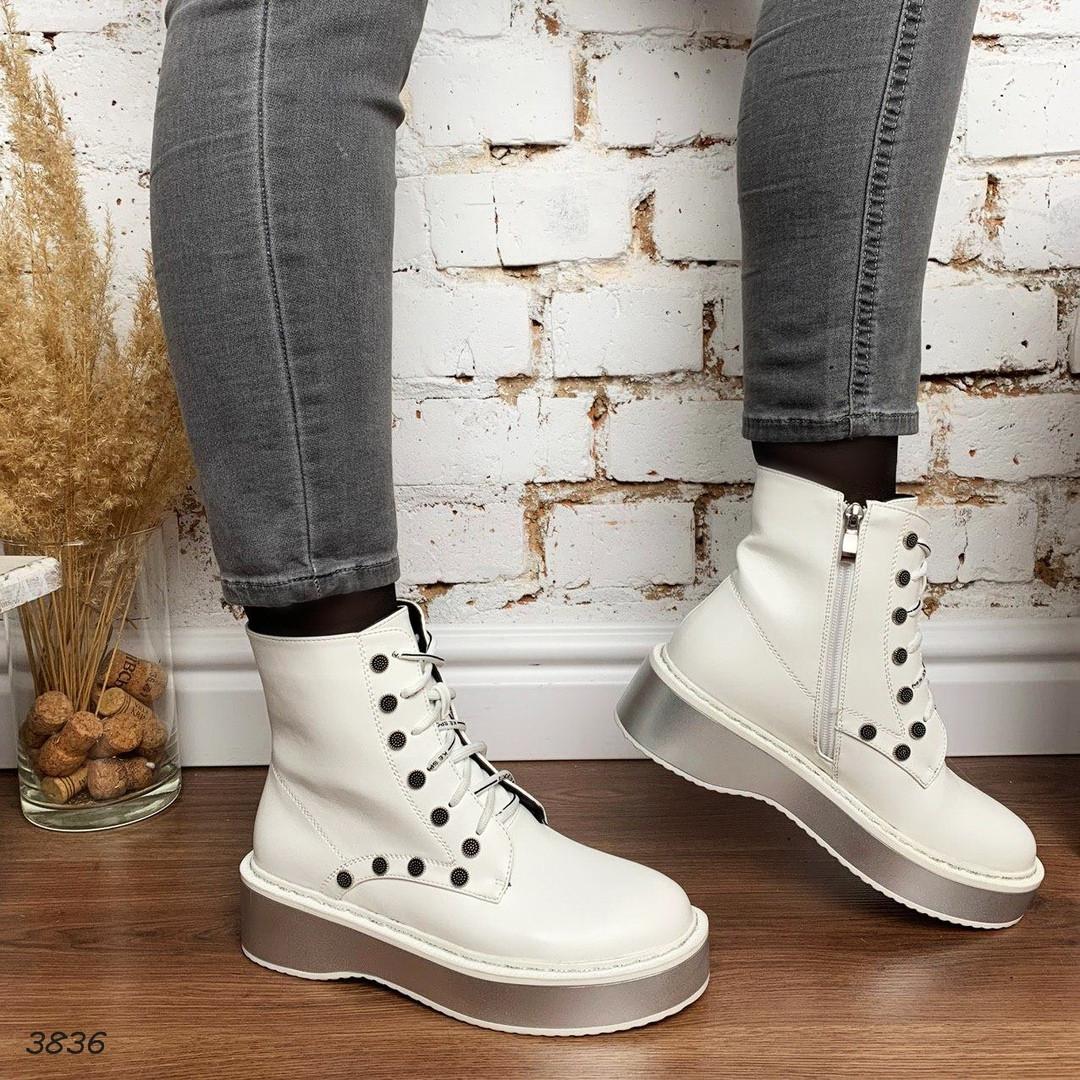 Белые деми ботинки на шнуровке и серебристой подошве