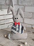Зайчик-кролик ручної роботи з підвіскою, льон, бязь, сатин, іграшка, 23 см., 150/130 (цена за 1 шт. + 20 гр.), фото 4