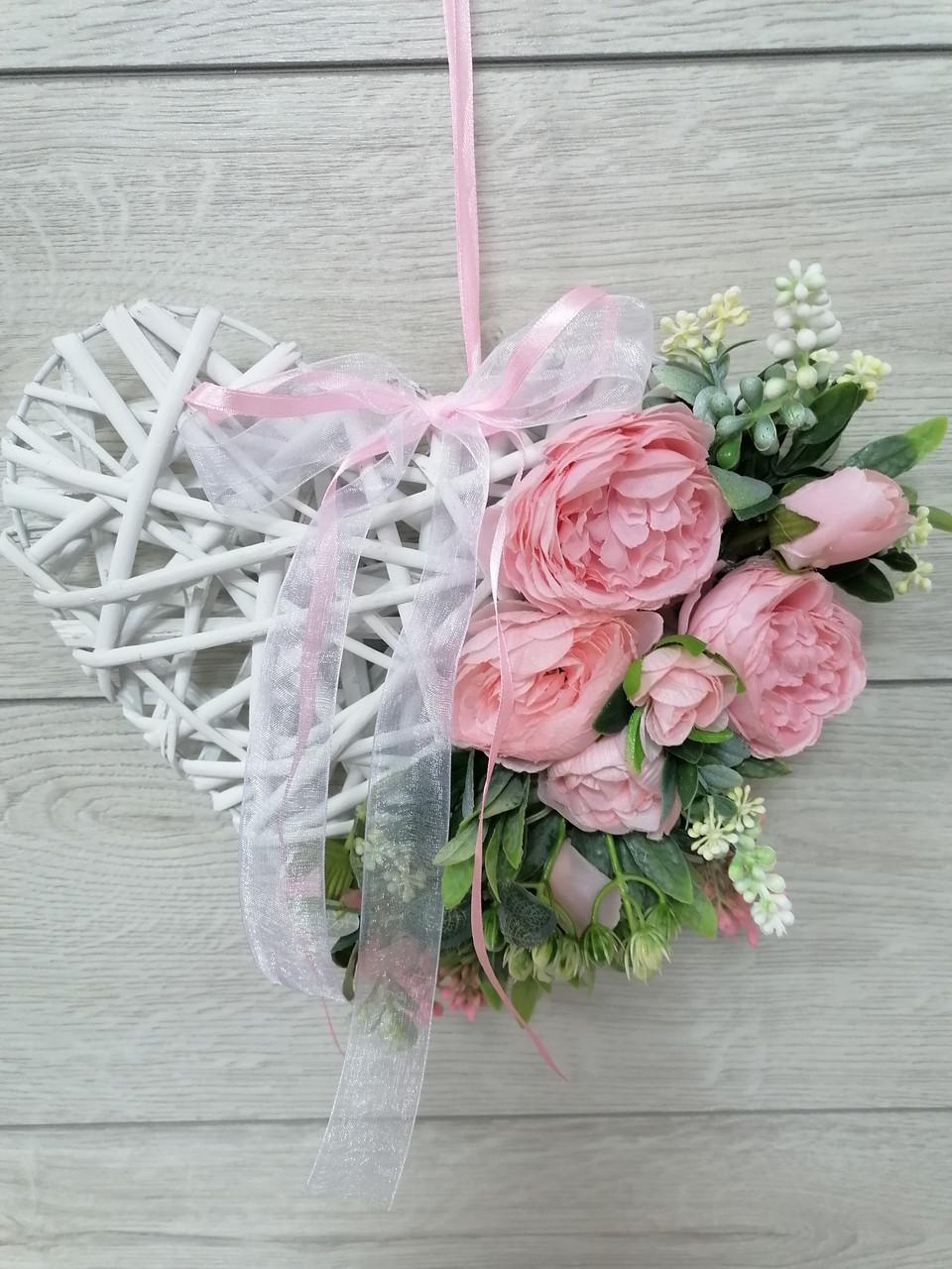 Композиция из искусственных цветов Волинські візерунки сердце розовое