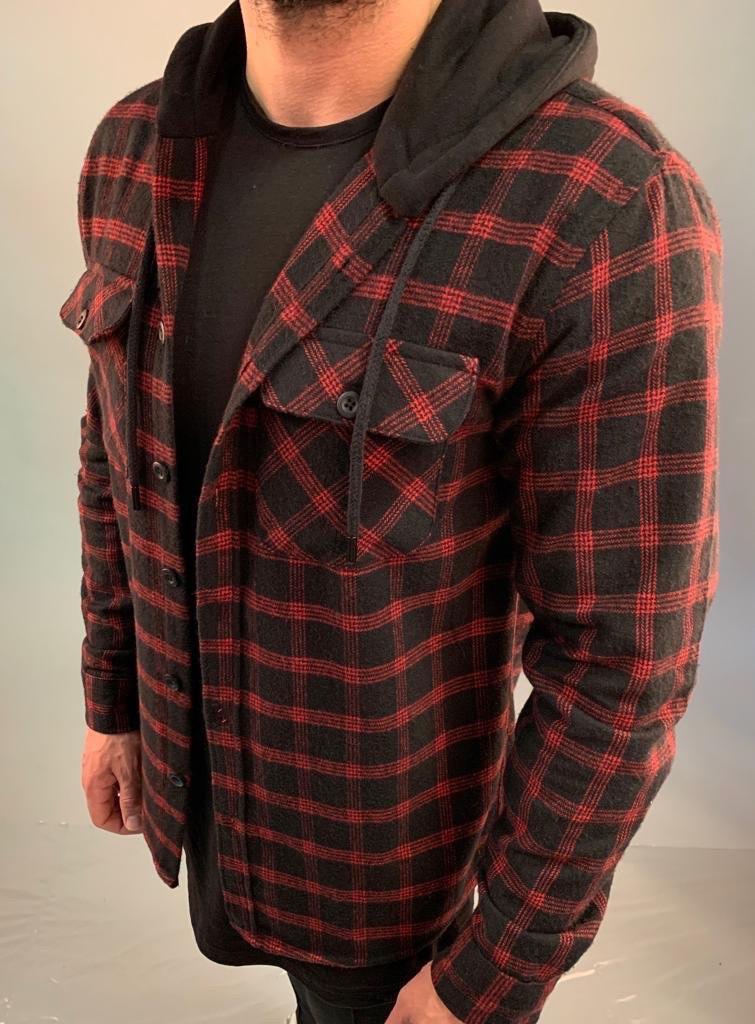 Рубашка мужская утеплённая стильная  в клетку красная с капюшоном на пуговицах