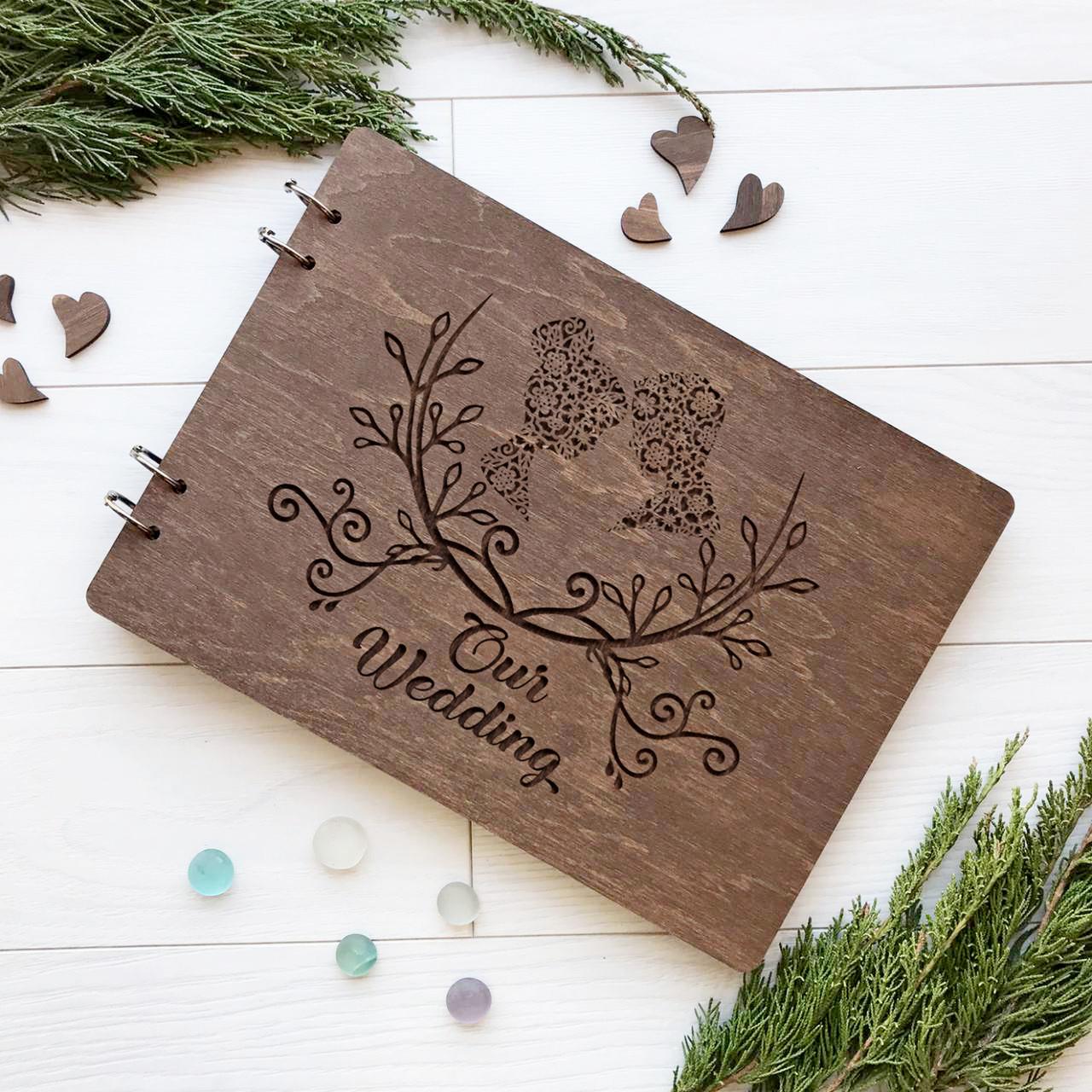 Стильный свадебный альбом для фото и записей в деревянной обложке