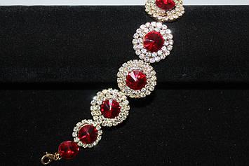Романтичный золотистый браслет с красными камнями горный хрусталь