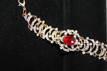 Бесподобный браслет золотистый с красным камнем
