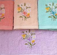 Махровое банное полотенце Бабочка на цветах