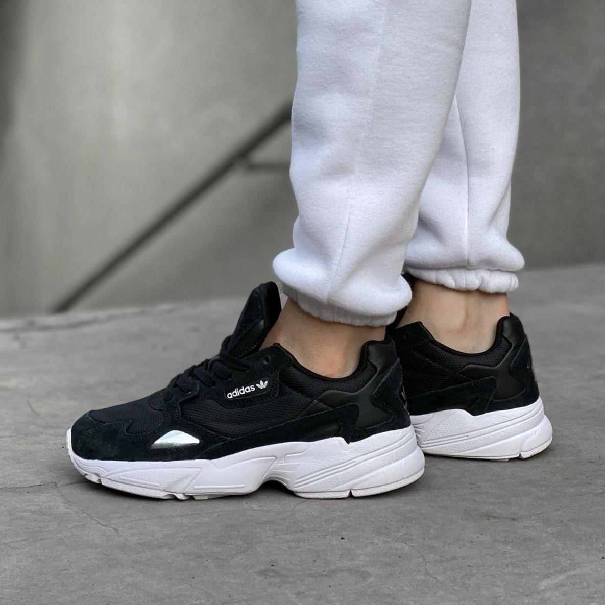 Женские кроссовки в стиле Adidas Falcon Black/White