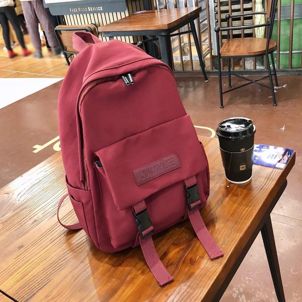Бардовый однотонный рюкзак женский с водонепроницаемой пропиткой.