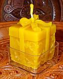 """Восковая чайная свеча """"Коробка с подарками"""" в пластиковом прозрачном контейнере; натурального пчелиный воск, фото 2"""