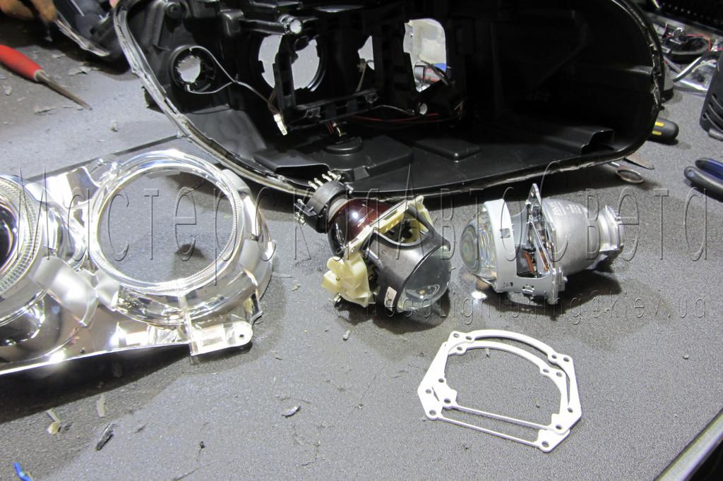 """BMW X1 (E84) - замена линз биксеноновые линзы HeIla 3R F1 3.0"""" дюйма (⌀76мм) D1/2/3/4S"""