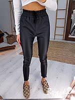 Женские кожаные зауженными брюки на резинке с высокой посадкой 6612431, фото 1