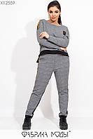 Жаккардовый принтованный брючный костюм в больших размерах с асимметричной кофтой 115496, фото 1