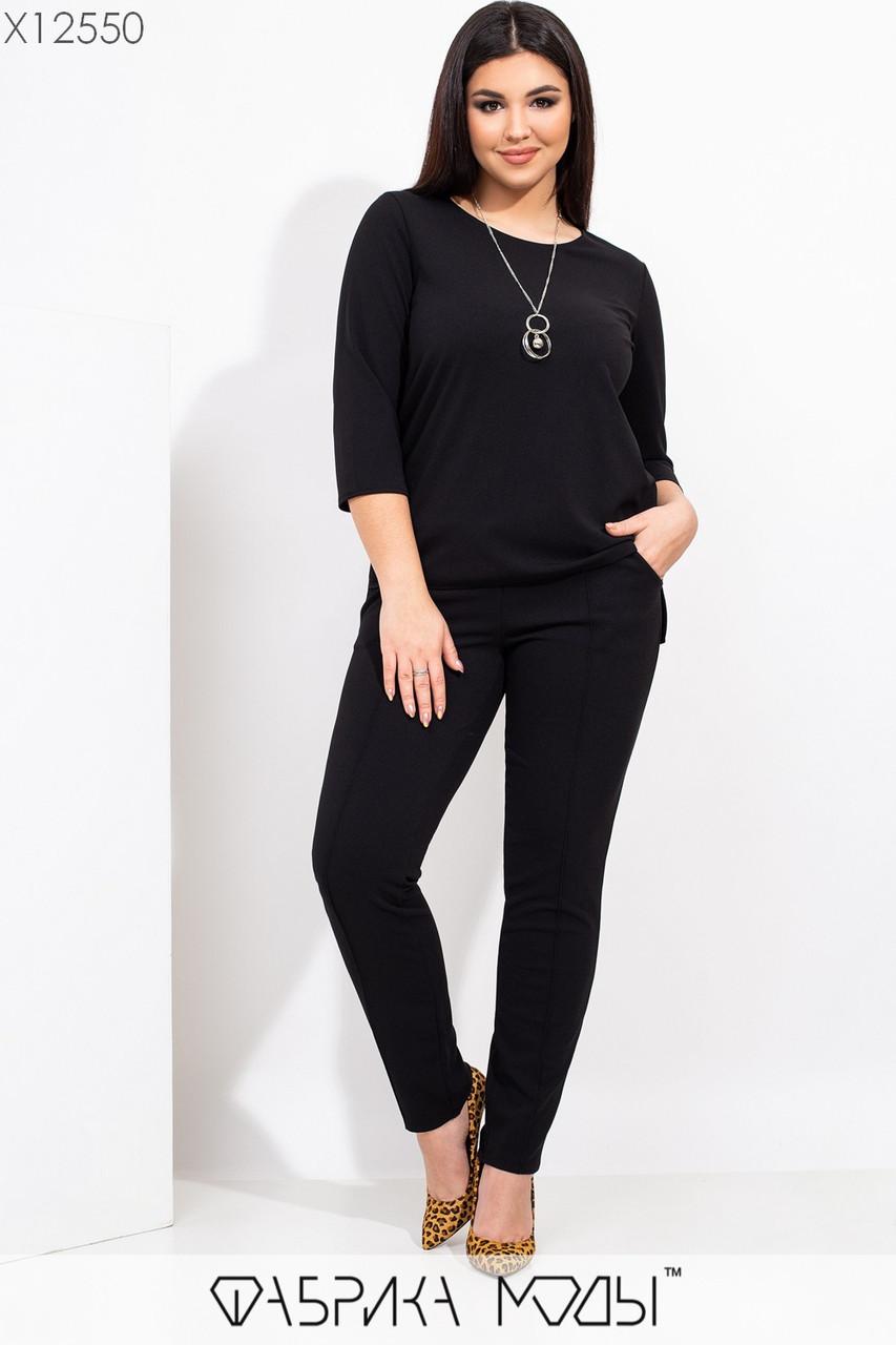 Женский брючный костюм в больших размерах с зауженными штанами и кофтой 115499