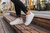 Стильные белые кроссовки унисекс