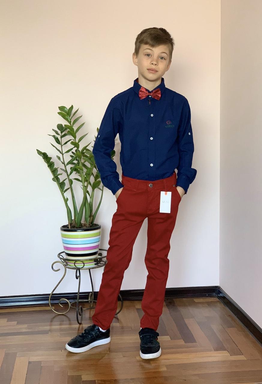 Нарядный и стильный костюм для мальчика 4 года: темно-синяя рубашка Gucci и бордовые брюки Polo