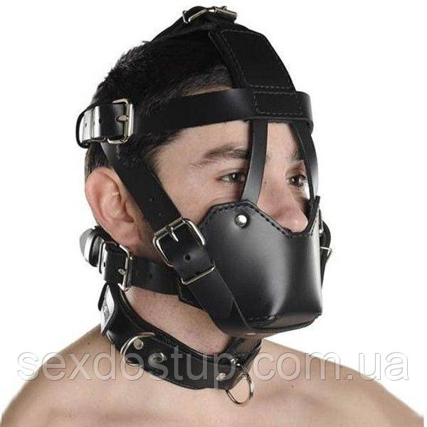 Черный кожаный намордник с прочными ремнями