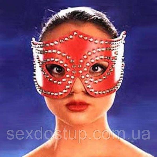Красная карнавальная маска