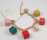 Браслет под золото с подвесками Кубики