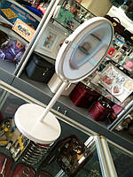 Настольное круглое двухстороннее зеркало в белой оправе