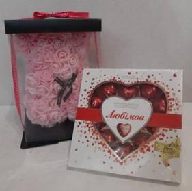Подарок на 8 марта. Мишка из роз с конфетами