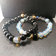 Браслет з натуральних каменів: шунгіт, місячний камінь, опал . Парний браслет. Може бути парним для неї і його.