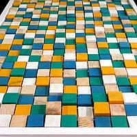 Картина в рамке из деревянных кубиков