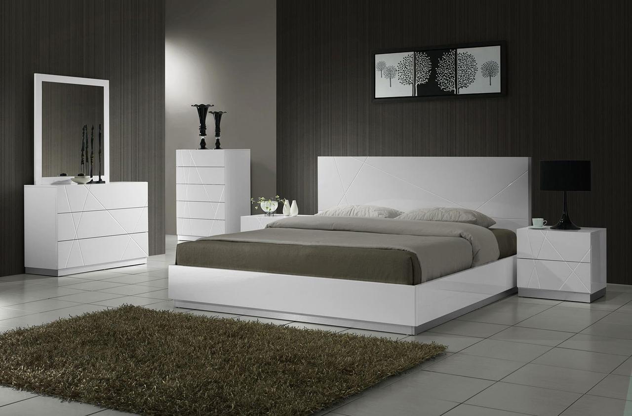Спальня из дерева 001