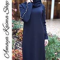 Трикотажное платье макси с бусинами на рукавах