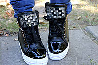 Сникерсы со стразами на шнурках