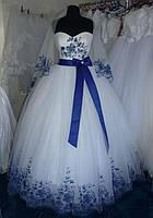 Свадебное платье 42-44-46 размера с синей вышивкой