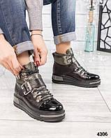 Ботинки женские  на шнуровке черные /олива